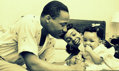 MONTGOMERY, AL - MAY 1956: Civil rights leader Reverend Martin Luther King, Jr. relaxes at home with his wife Coretta and first child Yolanda in May 1956 in Montgomery, Alabama. (Photo by Michael Ochs Archives/Getty Images)
